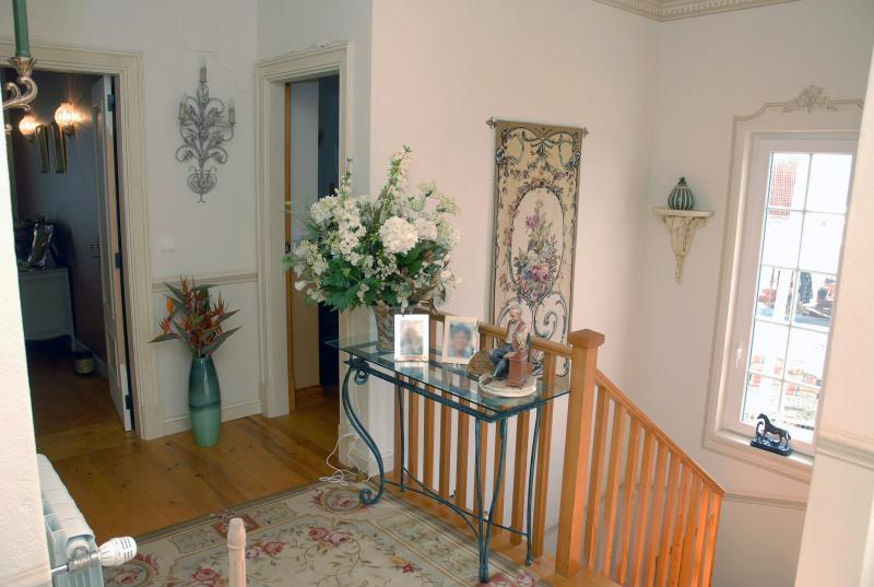 Upstairs hallway towards stairs & twin bedrooms