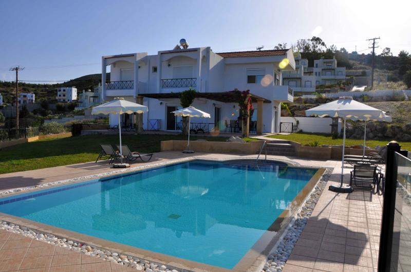 VILLA AMADEUS, holiday rental in Charaki