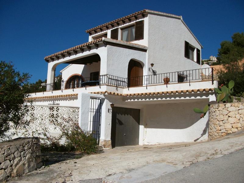 Villa from Calle Porto Lumbreras