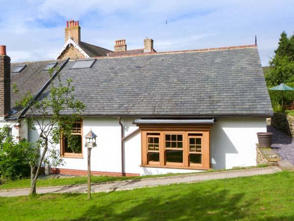 PLUM TREE COTTAGE, semi-detached, pet-friendly, enclosed garden, near, location de vacances à Kildale
