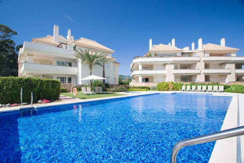 212-All year HEATED POOL & luxury beachfront oasis, location de vacances à Estepona