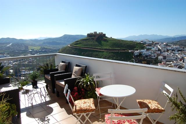 Front Terrace with views of the Moorish Castle