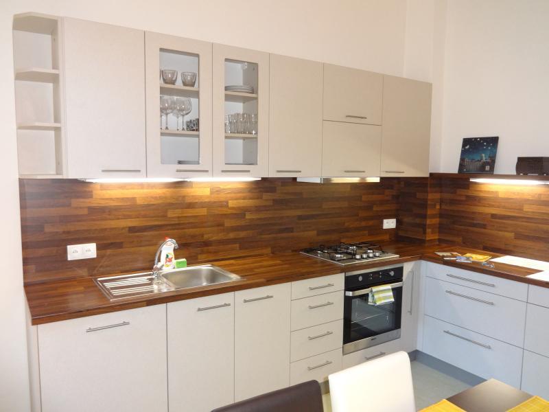 Camera da letto + soggiorno + cucina + giardino. 78 Piazza mtr. Il centro di Praga. Per 4-6 persone.