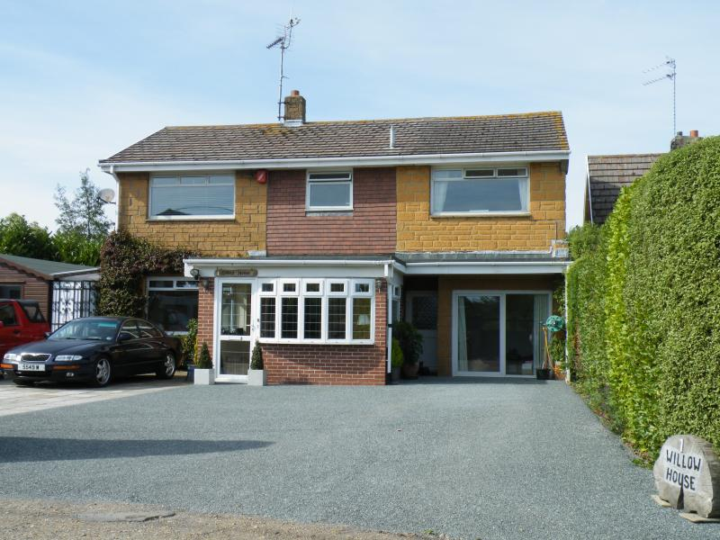 Detached Willow House located in a desirable cul-de-sac close to village and beaches.