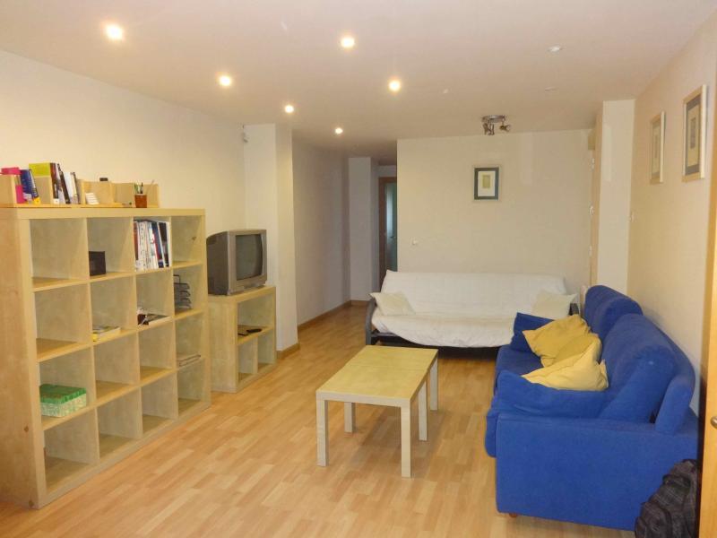 Wohnzimmer mit Sofa und Schlafcouch