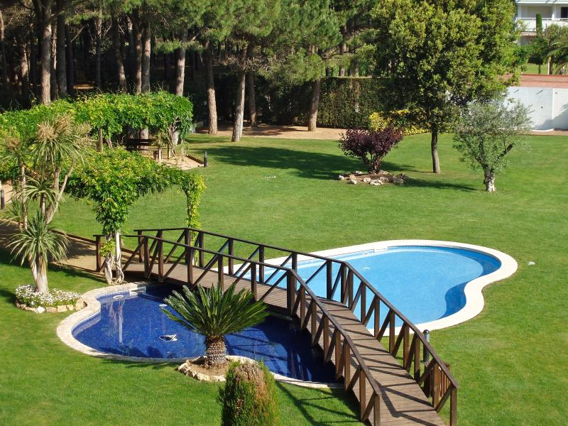 Community pool and garden.- SA PUNTA COSTA BRAVA
