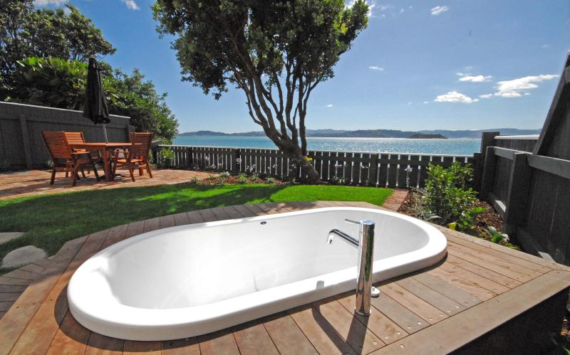 A bath in the front yard - a stone's throw to the sea!