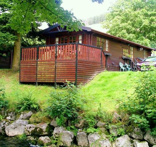 Riverside Lodge - beautiful log cabin by the river, holiday rental in Troutbeck