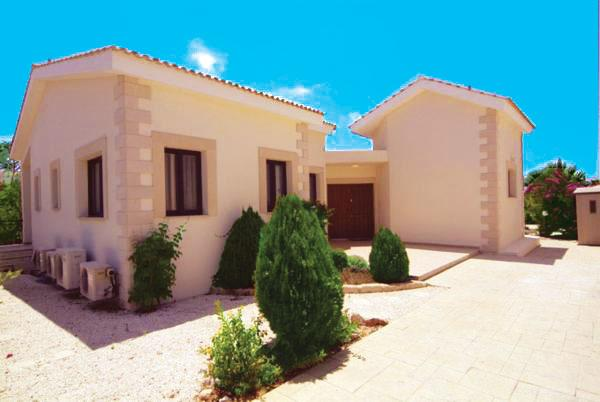 Front Entrance to Villa with Private Parking