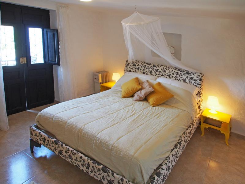 Lemon suite bedroom