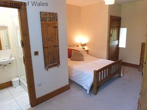 Bedroom 3: Beautiful and cosy room with en-suite facilities