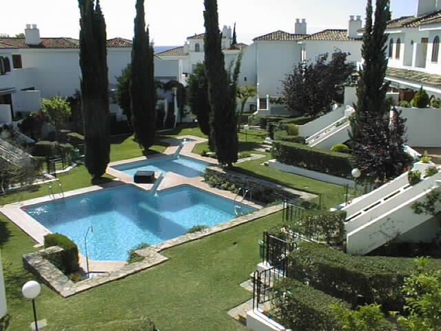 Albayalde community'pool & garden area