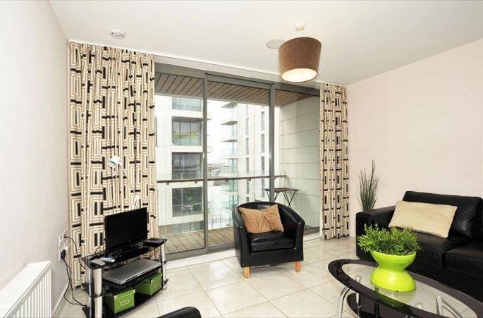Modern 1 bed apartment with private balcony