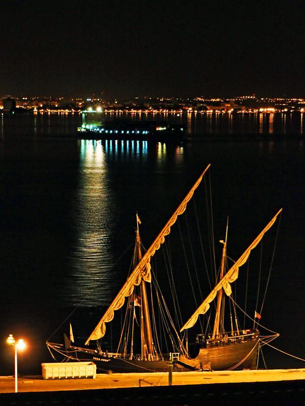 Vue depuis la terrasse, dans la nuit (ancienne Caravelle portugaise)