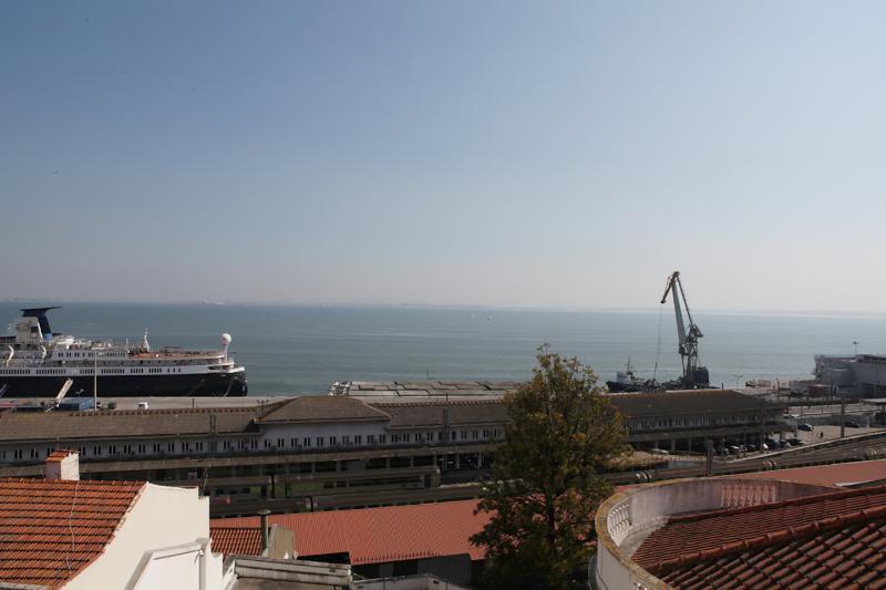 Terrasse avec vue panoramique sur le fleuve Tage