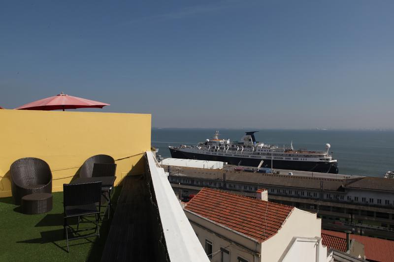Terrasse avec vue estuaire du Tage