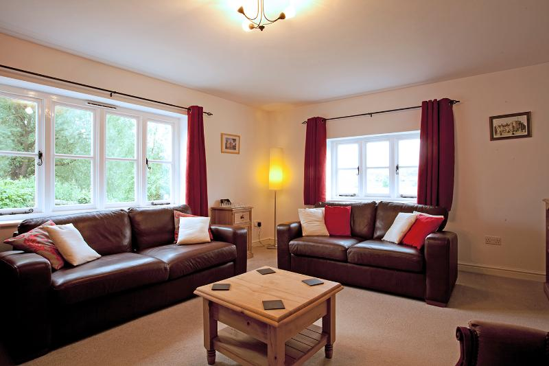Sala de estar com sofá-cama para mais 2 convidados, se necessário