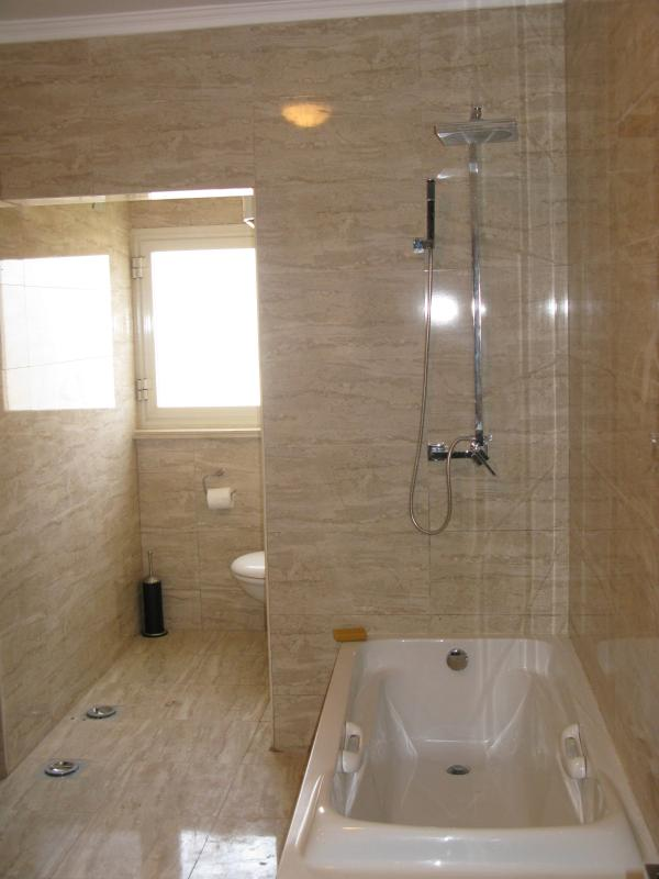 Hauptbadezimmer 1