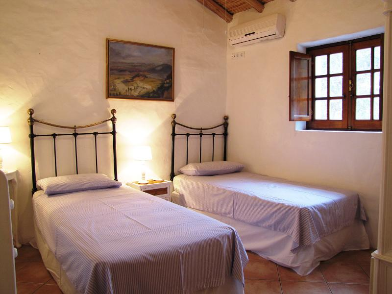 Twin room with airconditioning and ceiling fan.  Also a roomy wardrobe and chest of drawers