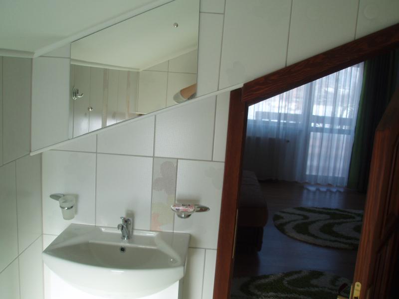 Pequeño cuarto de baño con ducha - 1ª planta