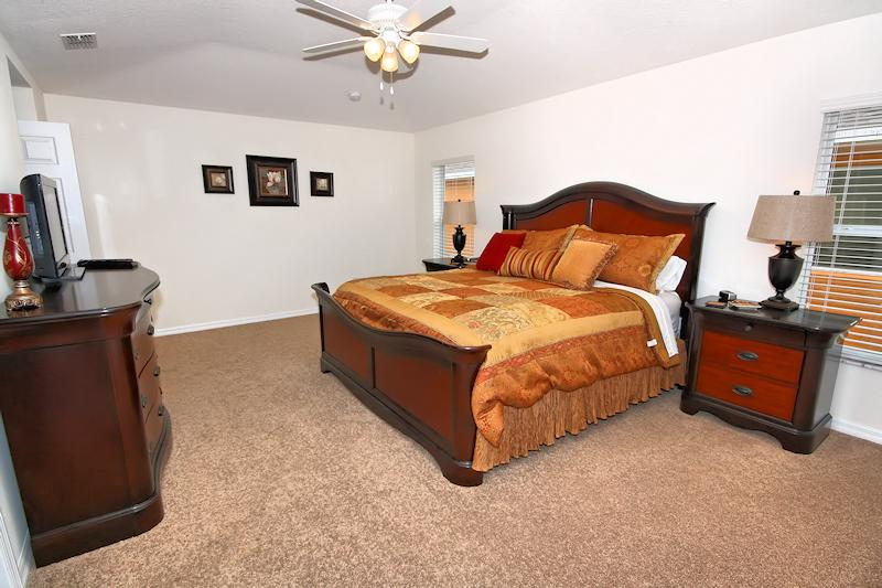 Master Bedroom with kingsize bed, TV and en-suite