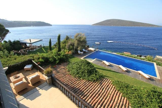 Front of property/ Sea view/Swimming pool view