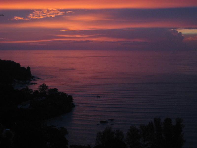 Een zonsondergang vanaf onze balkon die u niet wilt missen!