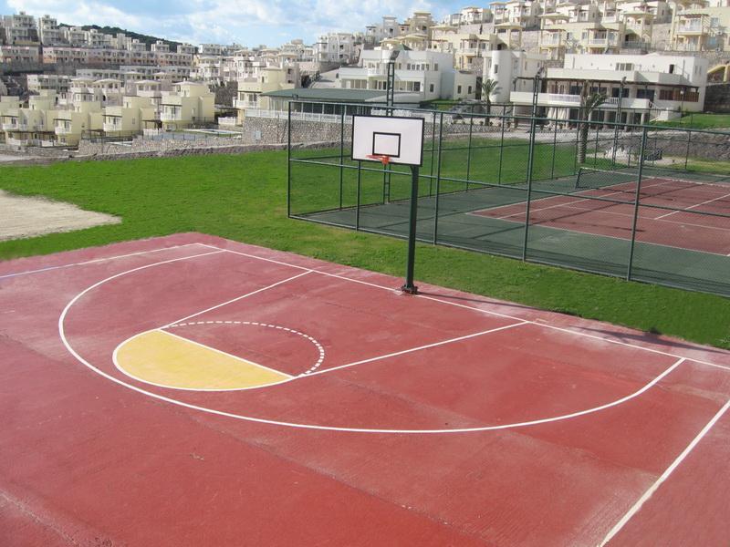 Pistas de tenis y baloncesto comunidad