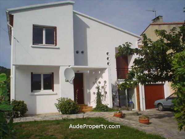 Quillan rental house with garden