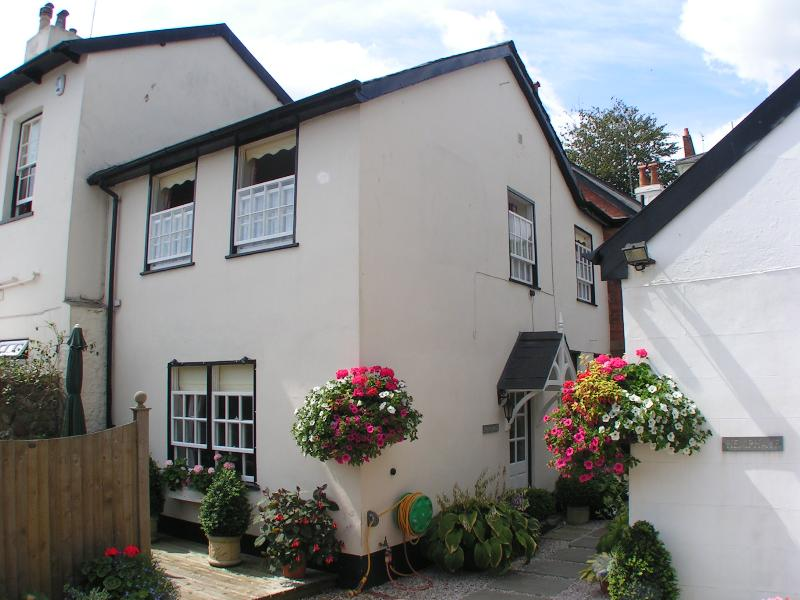 Coach House has 2 bedrooms suitable for up to 4 persons