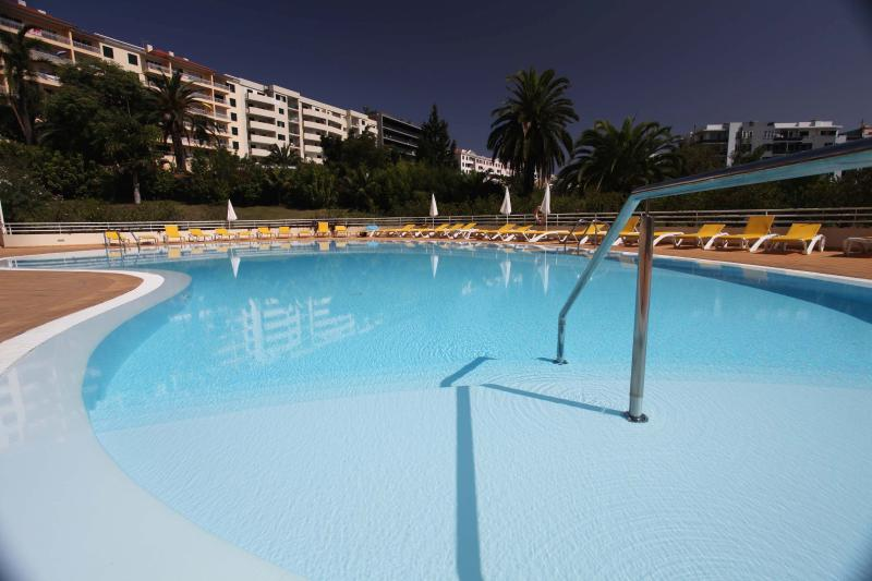 swimming pool shallow end