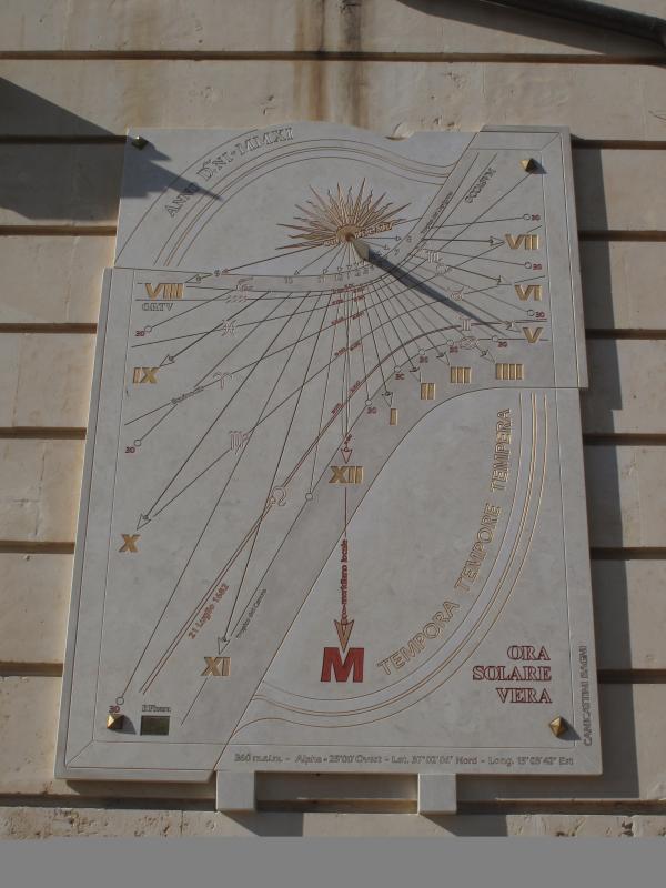 Canicattini - L'orologio solare/The sun dial