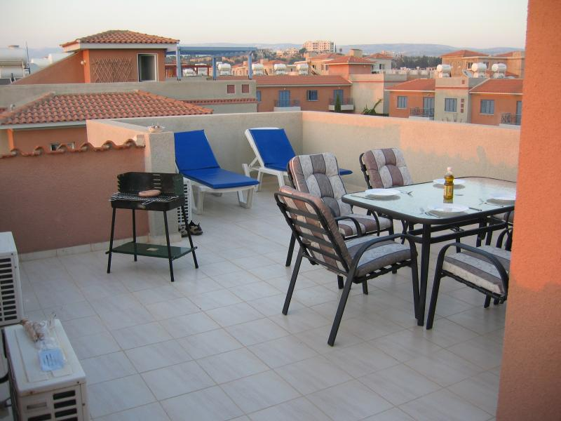 Enjoy the privacy of bathing on the roof or the luxury or a BBQ in the cool evening Breeze