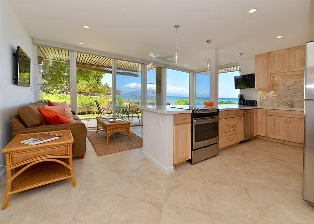 Hale Kai #101 - Your Home by the Sea in West Maui, holiday rental in Lahaina