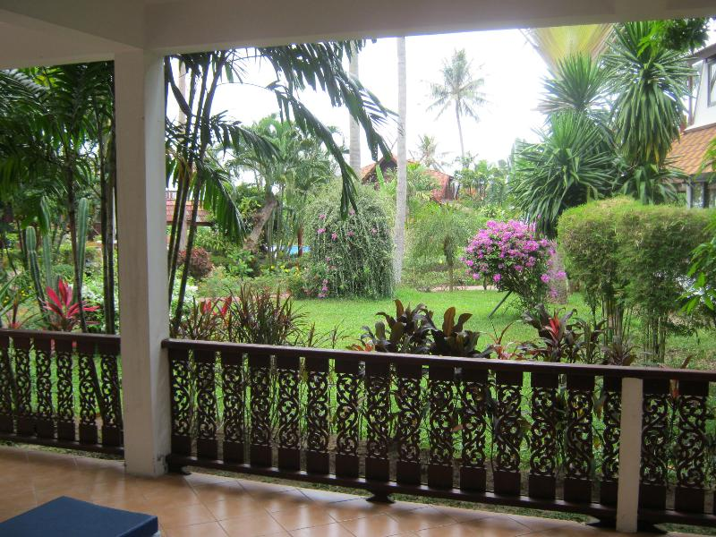 Garden view from the terrace to Beach