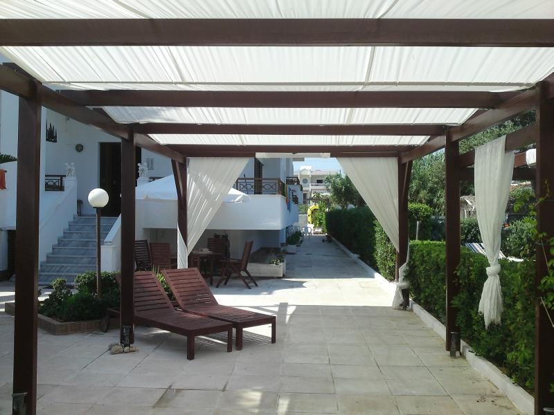 Chris studios & apartments (Studio No View), vacation rental in Vrachati