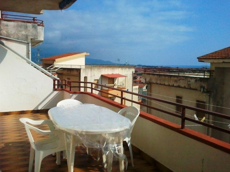 Panoramic sea view 1 bedroom apartment, vakantiewoning in Santa Maria del Cedro