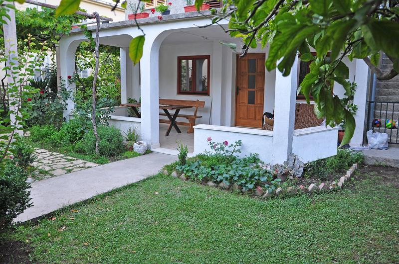 Kristina's place, vacation rental in Mlini