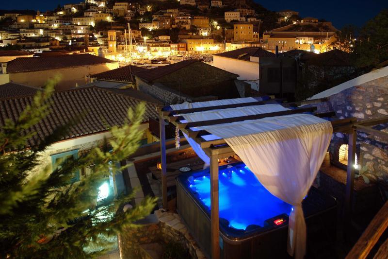 Portadelmare Deluxe suites, location de vacances à Îles du Golfe Saronique