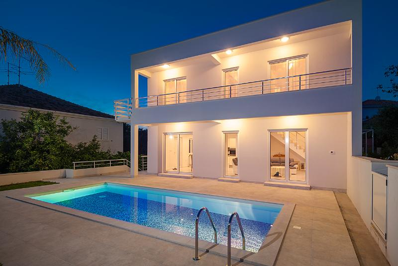 Modern and Luxurious Villa with a private Pool
