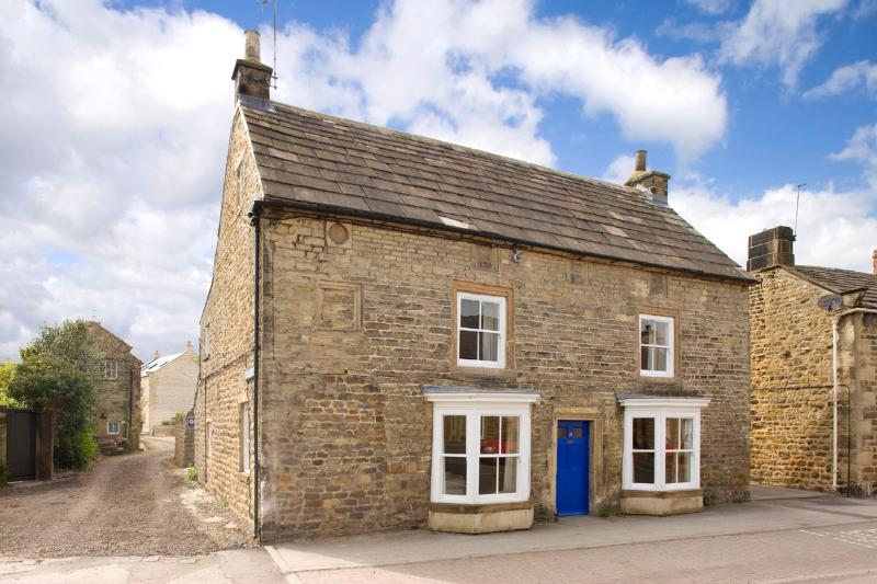 7brm Grade 2 listed farmhouse in the centre of Masham sleeps up to 14 guests, vacation rental in Masham