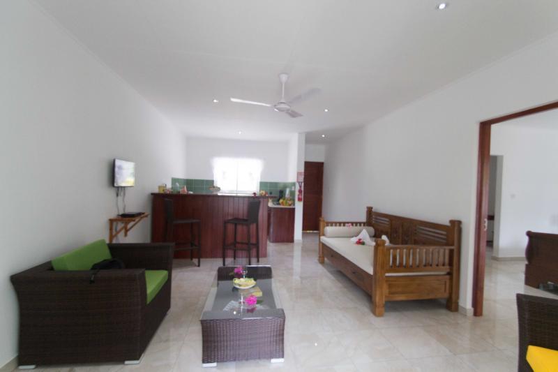 Coco Blanche Garden View Villa - lounge and kitchenette