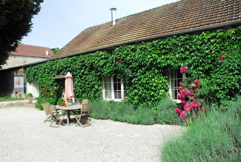 Le Petit Village - Spring Cottage, vacation rental in Montbard
