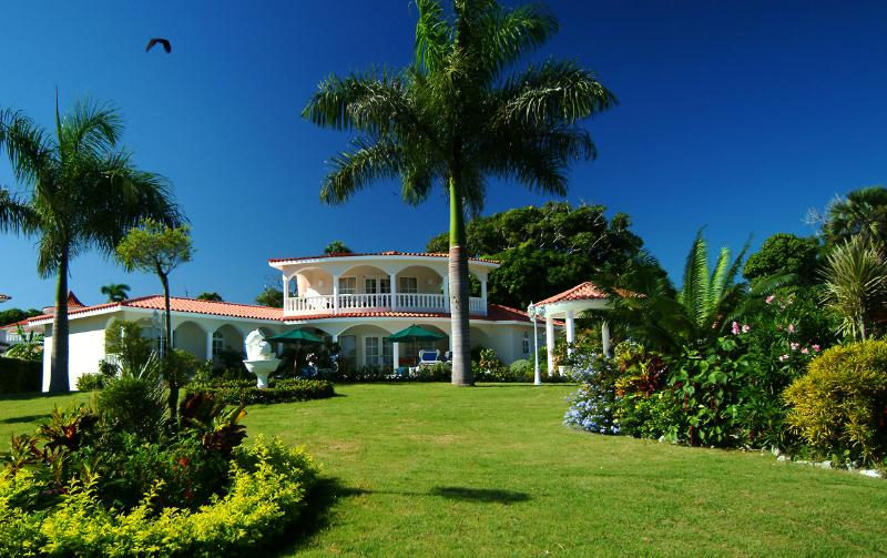 all of the villas are beautifully landscaped