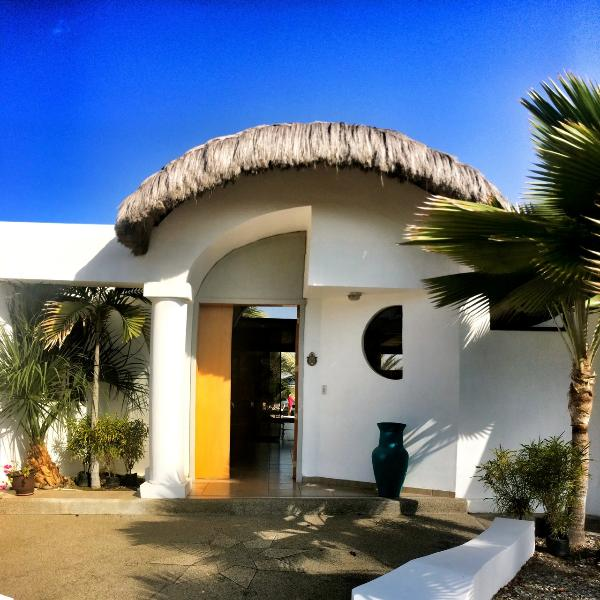 Oceanfront Vacation Condos: Oceanfront Vacation Home Has Air Conditioning And Grill