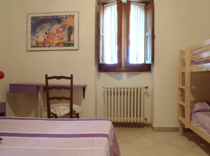 camera glicine matrimoniale con letto a castello