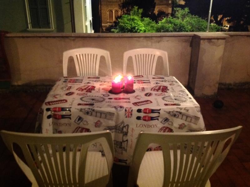 Cena sulla terrazza / Having dinner outside