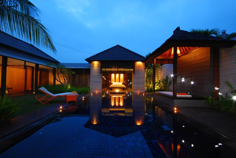 Villa & Pool overview at nigh