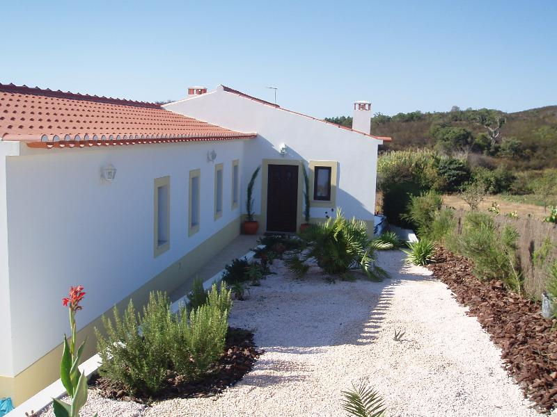 Villa near Vale de Figueiras Beach Western Algarve, holiday rental in Alvaiade