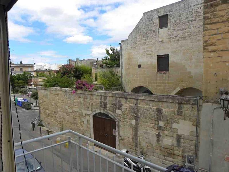 uno guardo sulle antiche mura con giardini pensili
